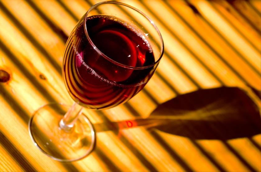verre de rouge ensoleillé